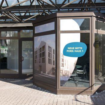 Der Eingang zum Projektbüro © Daniel Poštrak