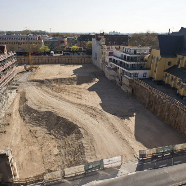 Die Baugrube von oben © Daniel Poštrak