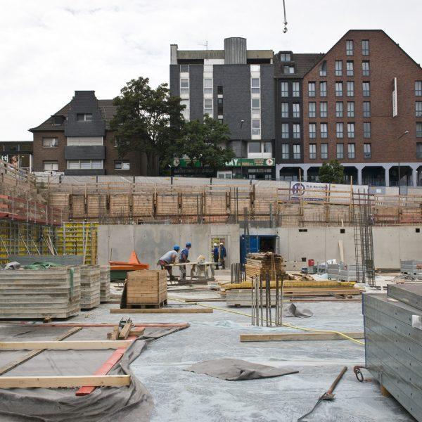 Die Baugrube mit Blick in Richtung Hauptstraße © Dörthe Boxberg