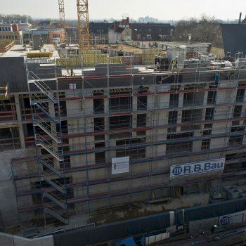 Schalungsarbeiten an den Giebelwänden des zukünftigen Daches © Dörthe Boxberg