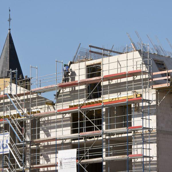 Arbeiten an der Giebelseite des Steildaches © Dörthe Boxberg