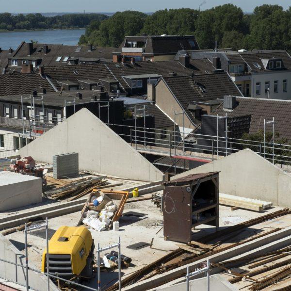 Blick auf die Dachfläche von Haus 1 vor Errichtung des Dachstuhls © Dörthe Boxberg