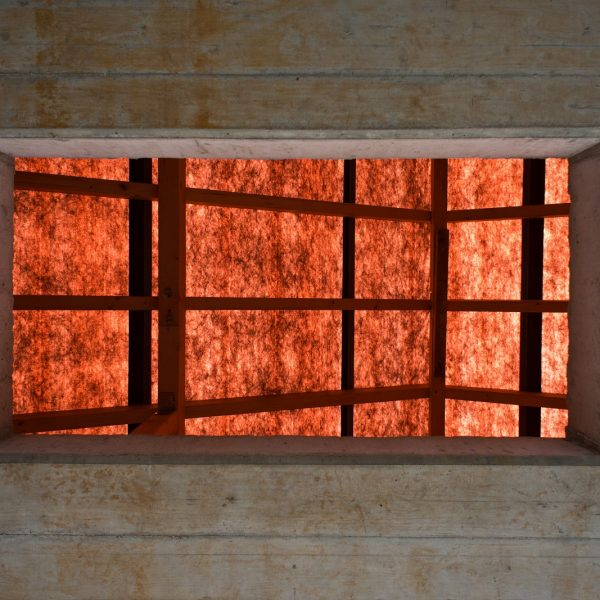 Blick durch den Dacheinstieg auf den Dachstuhl © Dörthe Boxberg