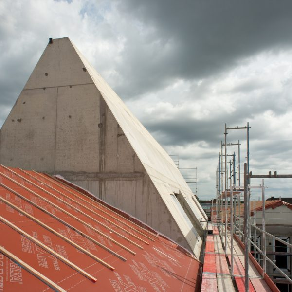 Übergang schwach geneigtes Satteldach zum Spitzdach © Dörthe Boxberg