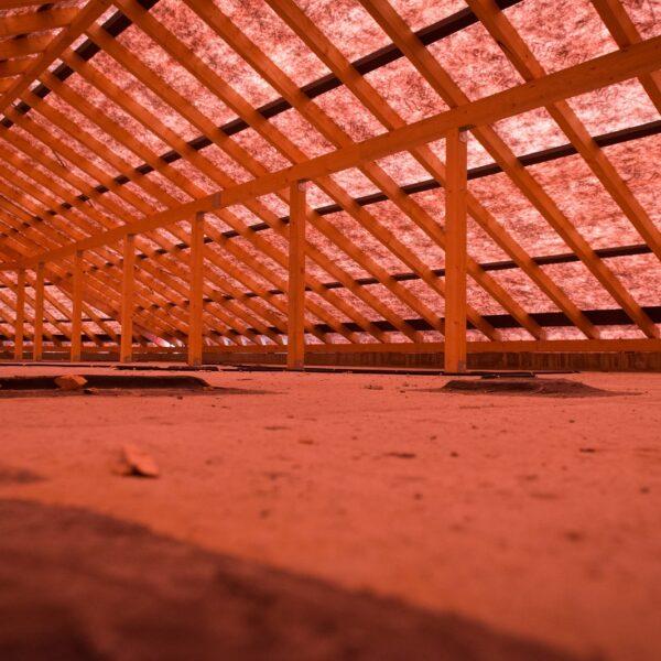 Dachstuhl vor Beginn der Dachdeckerarbeiten © Dörthe Boxberg