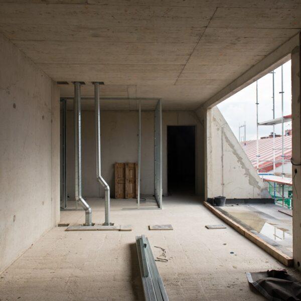 Dachgeschosswohnung. Beginn der Trockenbauarbeiten © Dörthe Boxberg