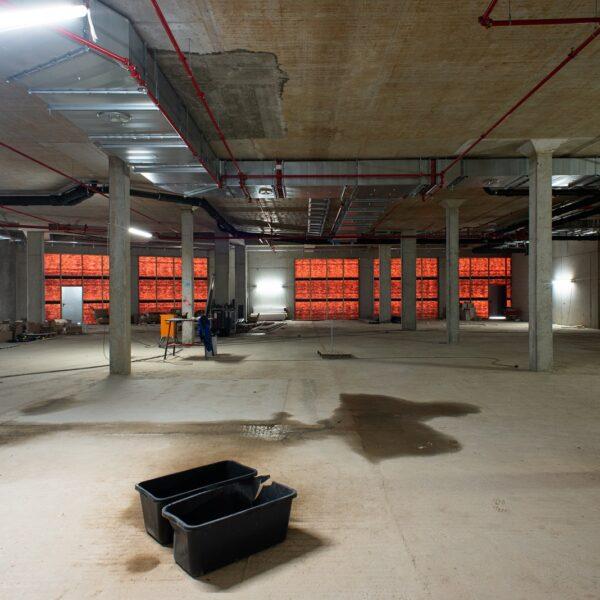Montagearbeiten im zukünftigen Verkaufsraum des Vollsortimenters in Haus 1 © Daniel Poštrak