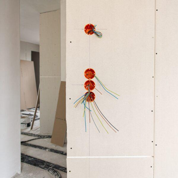 Montagearbeiten Elektro in Haus 1 © Daniel Poštrak