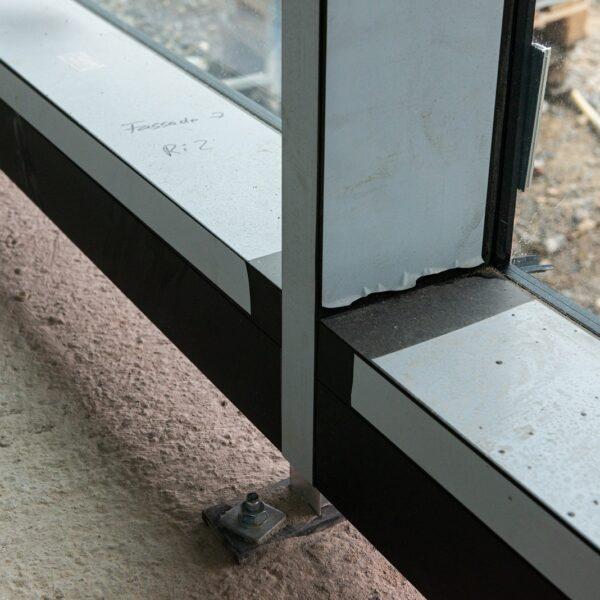 Fußpunkt der Pfosten-Riegel-Konstruktion im EG © Daniel Poštrak