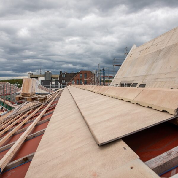 Dachdeckung am Haus 1 © Daniel Poštrak