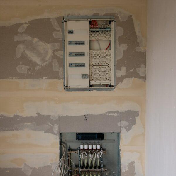 Verteilerkästen in Wohnungen Haus 1 © Daniel Poštrak