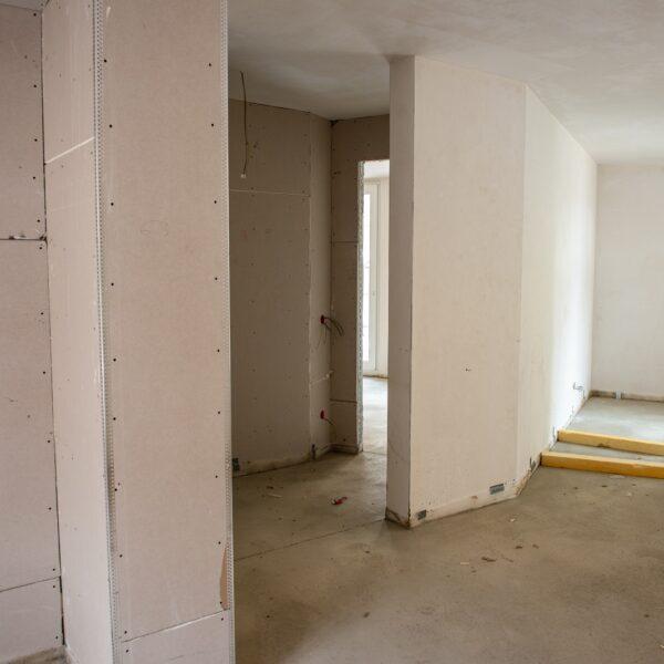 Estrich- und Trockenbauarbeiten in Wohngeschossen Haus 1 weitestgehend abgeschlossen © Daniel Poštrak