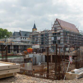 Blick über das Untergeschoss von Haus 2 auf die Häuser 1 und 3 Bild: Daniel Poštrak